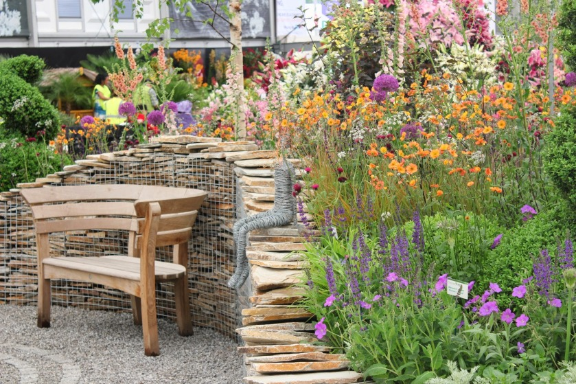 RHS Chelsea 2014 Perennial -Yellow Quartz Paddlestones in Gabion Inspiration Cages, Cornish SGG Imperial Setts Cedagravel filled with SGG 14mm -  (178)